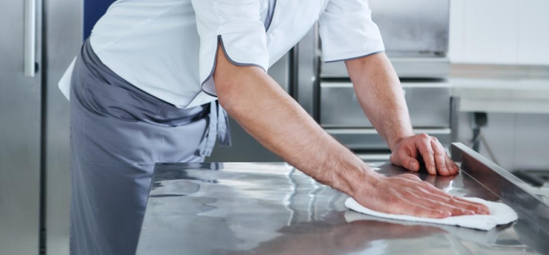 Cómo desinfectar la cocina de un restaurante